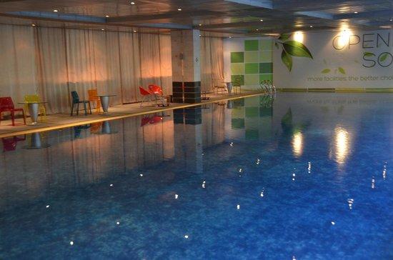 FM7 Resort Hotel Jakarta : Pool