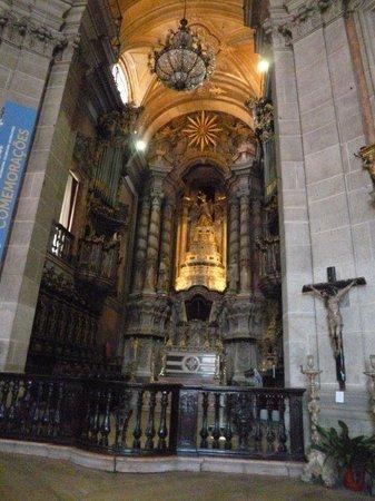 Church of São Pedro dos Clérigos : Main altar of the Igreja de São Pedro dos Clérigos in O Porto