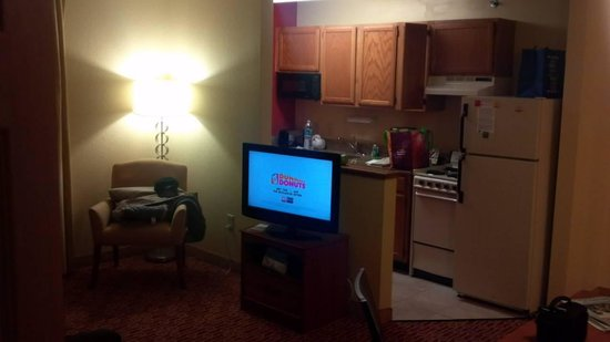 TownePlace Suites Philadelphia Horsham: Two bedroom suite at TownePlace Suites Horsham