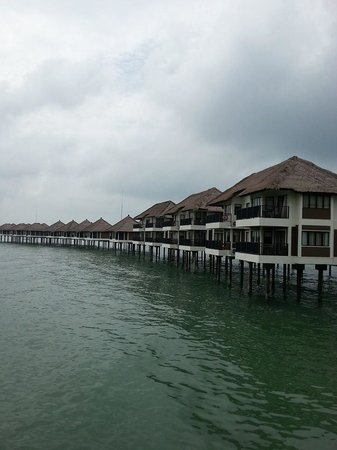 AVANI Sepang Goldcoast Resort: Beautiful rows of villas, resembling the iconic palm tree image