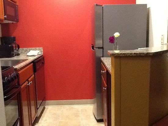 TownePlace Suites Dulles Airport : Full Kitchens in every Suite!!!