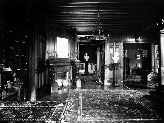Alexander Mansion Bed & Breakfast: The Entrance Hall 1890