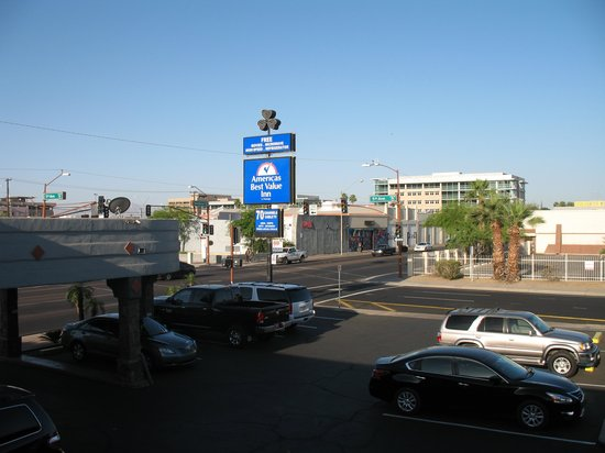 Americas Best Value Inn - Downtown Phoenix: Looking west from the second floor.