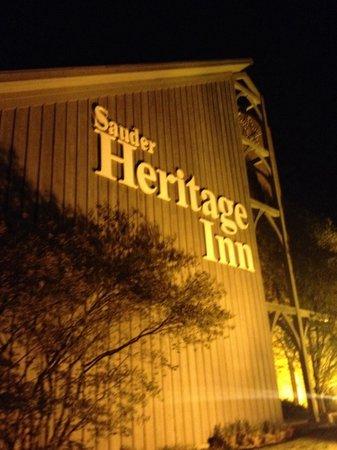 Sauder Heritage Inn : Outside area