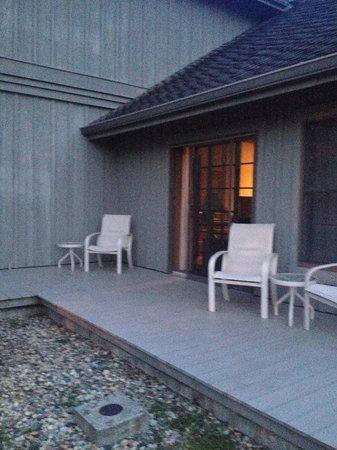 Sauder Heritage Inn : Outside patio area