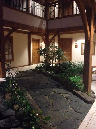Sauder Heritage Inn : Entry way to our room. So pretty!!