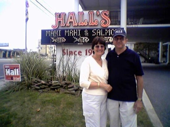Hall's Restaurant & Lounge: The Hall family welcomes you to The town of Ocean City.