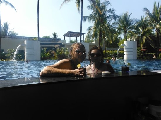 Ramada Khao Lak Resort: Pool bar. Was the best pool bar on the holiday with the most friendly stuff and fantastic happy