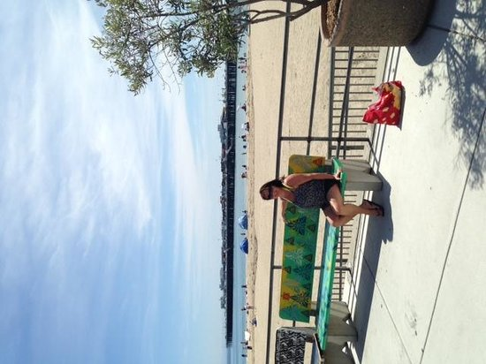 Bay Front Inn: beach at SantaCruz