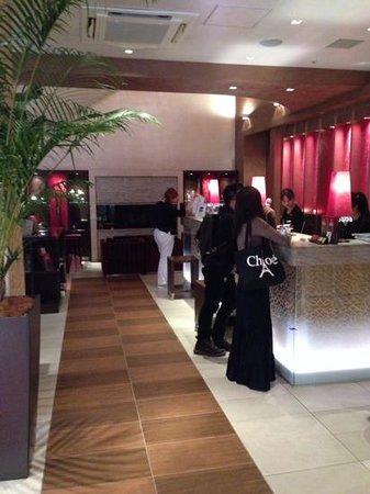 Hotel Coco Grand Ueno Shinobazu : Зона ресепшн