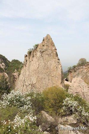 Cuihua Mountain: 翠華山劍石