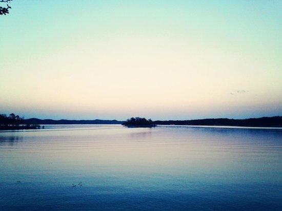 Lakeview Lodge: The lake