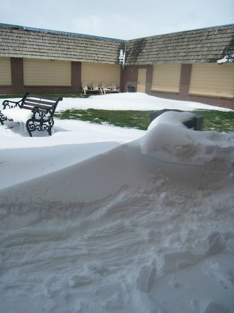 Days Inn Rawlins: snow drifts in the courtyard  May 12