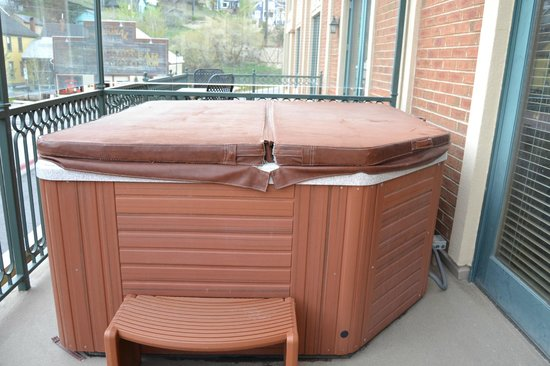 The Caledonian: Hot tub