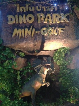 Dino Park Mini Golf : front of park