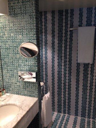 Sheraton Brussels Hotel: Bathroom