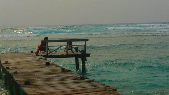 Long Caye Resort : surf deck