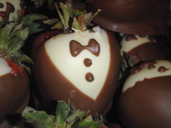 The Chocolate Shoppe : Tuxedo Strawberries