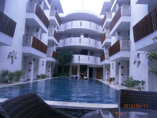 Adhi Jaya Sunset Hotel: clean and bright..