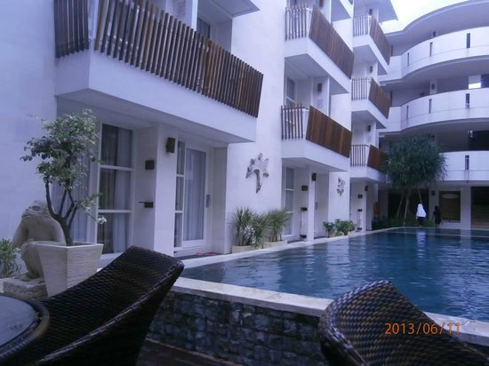 Adhi Jaya Sunset Hotel: nice pool