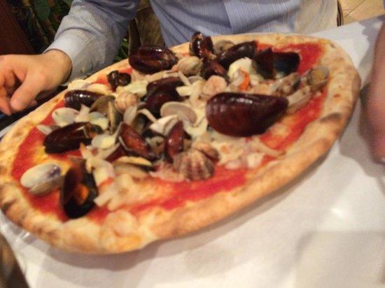 Ristorante Pizzeria Al Fieramosca : Pizza ai frutti di mare