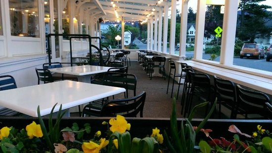 New Leaf Cafe : Patio seating