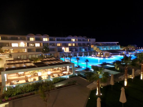 Avra Imperial Hotel : Pool at night