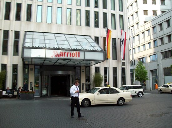 fachada picture of berlin marriott hotel berlin tripadvisor. Black Bedroom Furniture Sets. Home Design Ideas