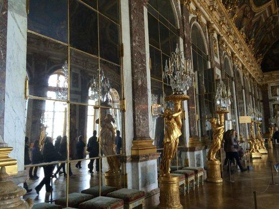 La Galerie des Glaces : mirrors