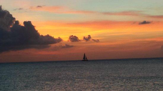 Grand Cayman Marriott Beach Resort: Another stunning sunset view