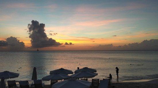 Grand Cayman Marriott Beach Resort : A beautiful Caribbean sunset