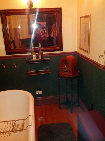 1859 Historic National Hotel : The double-tub room
