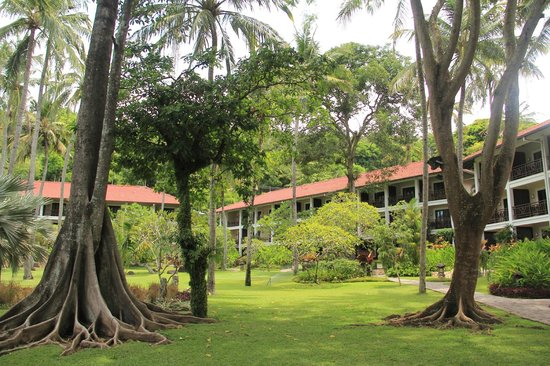 Sheraton Senggigi Beach Resort : Hotel grounds