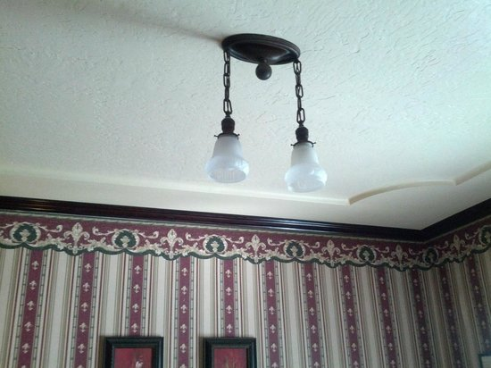 1859 Historic National Hotel: Ceiling lights...nice!