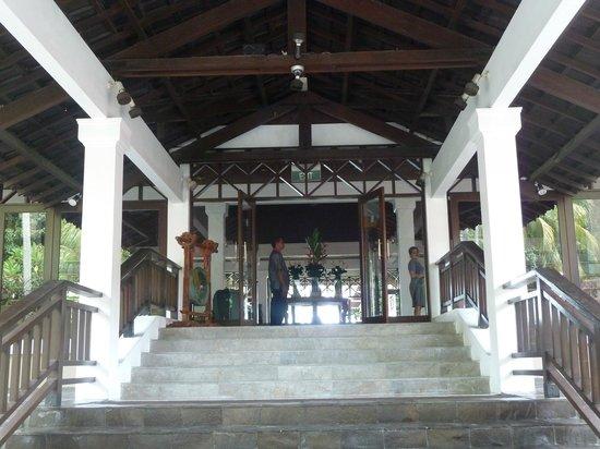 Sheraton Senggigi Beach Resort : Grand front enterance