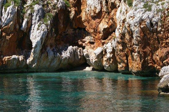 Buena Vida Catamarano - Diving Center: Mille colori delle rocce