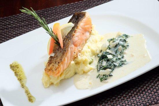 German Haus: Grilled Salmon mit blattspinat und Kartoffel Püree