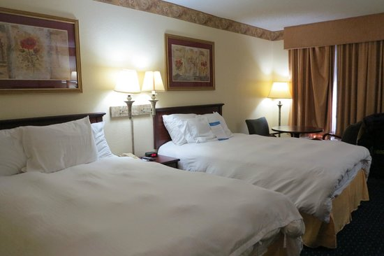Baymont Inn & Suites Tallahassee: 2 double beds & table
