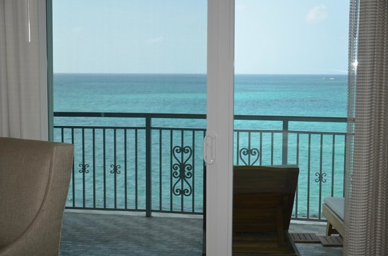 Sandals Royal Bahamian Spa Resort & Offshore Island : Room 412. The view from inside the room looking out on the ocean