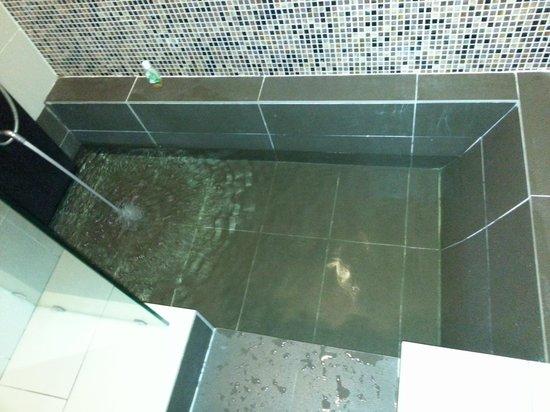The Residences @ Swiss Garden Hotel U0026 Residences Kuala Lumpur: Sunken  Bathtub