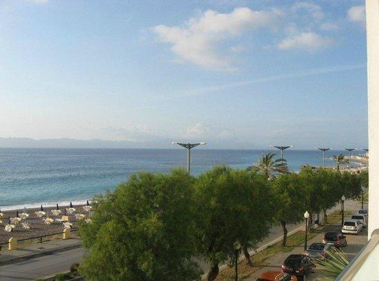 Hotel Rhodos Horizon Resort : За окном Эгейское море