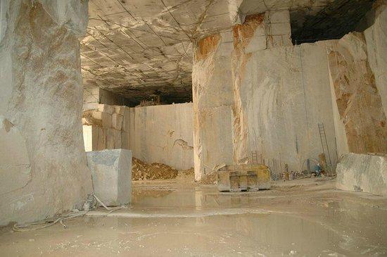 Cava di Marmo al Coperto di Fantiscritti Carrara