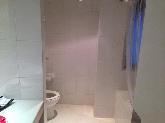 I-Residence Hotel Silom: Bathroom