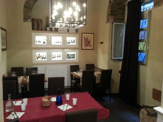 Osteria delle Commari: Back part of the restaurant - nice and cozy