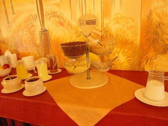 """Hotel Zuglo: это """"обильный шведский завтрак"""""""