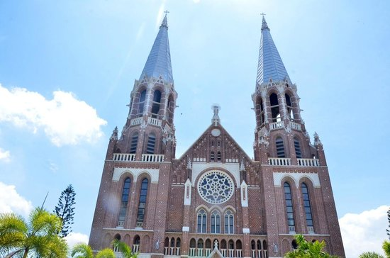 Saint Mary's Cathedral : View from the Entrance