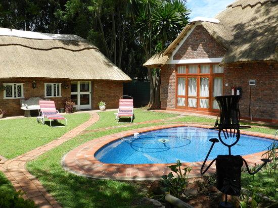Kutandara Lodge : The Pool Area