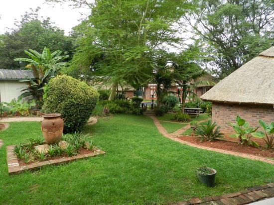 Kutandara Lodge : Gardens