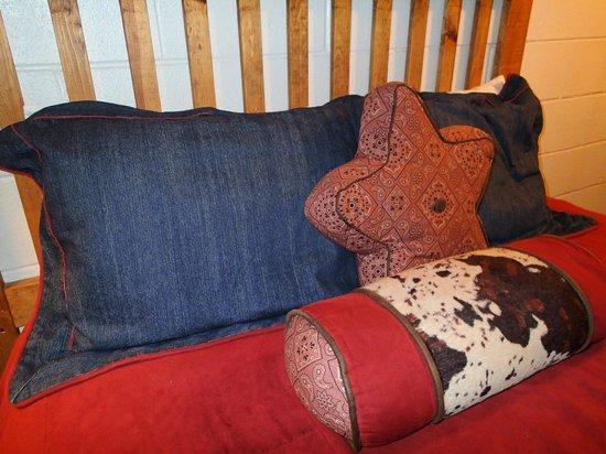 Big Texan Motel: Bed