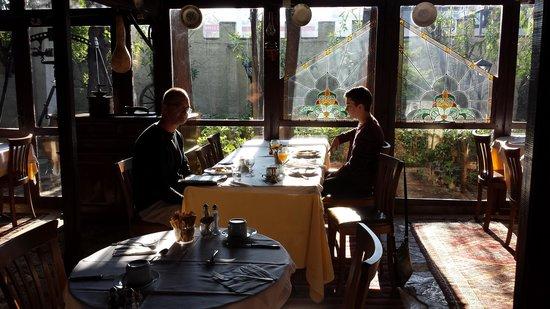 Hotel Kalehan: Sunny buffet breakfast in the warm restaurant